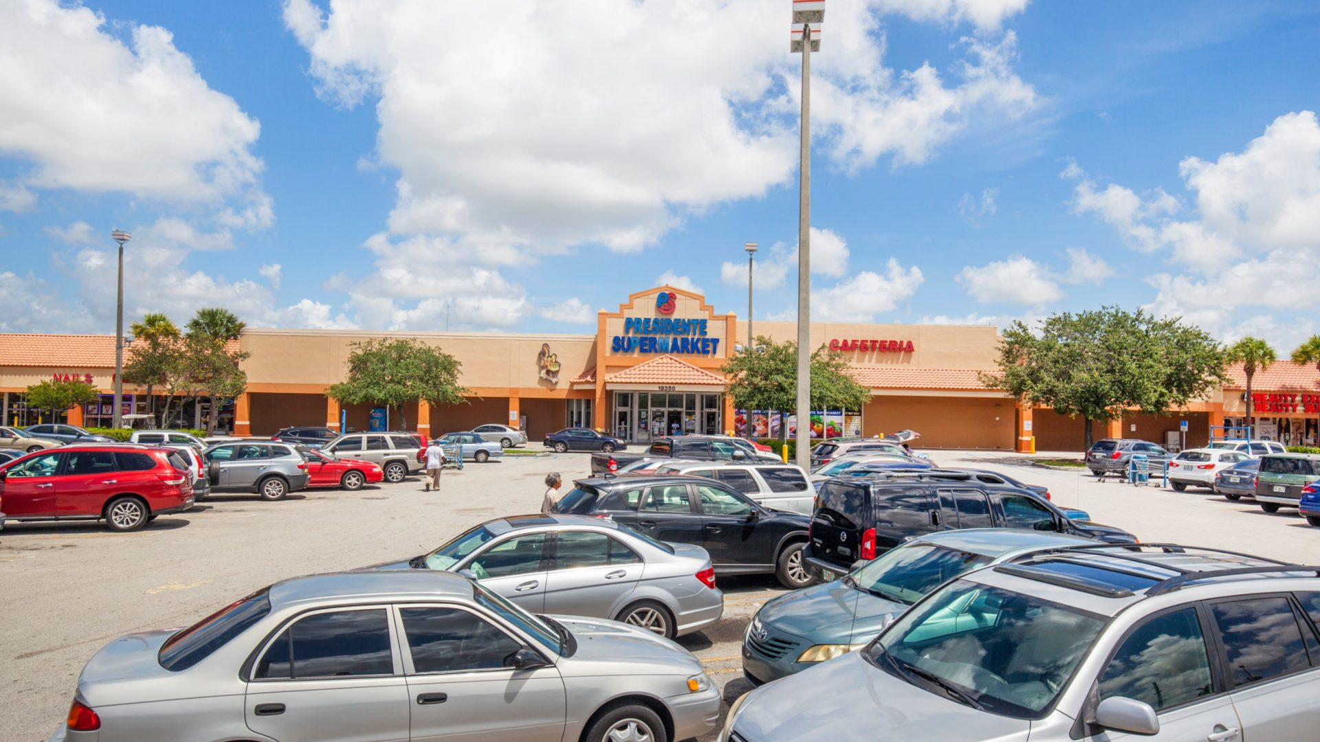 Shopping Center Owners Focus on Pursuing 'Internet-Resistant' Tenants